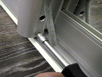 Как отрегулировать шкаф-купе. Регулировка дверей шкафа купе